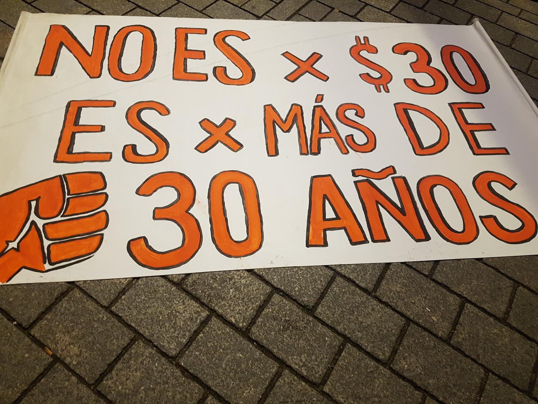 """""""Piñera raus!"""" – Chilenen demonstrieren in Berlin gegen Polizeigewalt & neoliberale Regierung"""