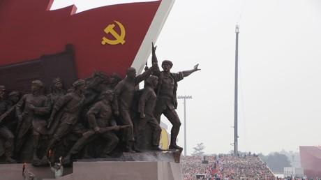 Eine künstlerische Darstellung der Kommunistischen Partei Chinas bei der Massenparade anlässlich des 70. Gründungsjubiläums der Volksrepublik China