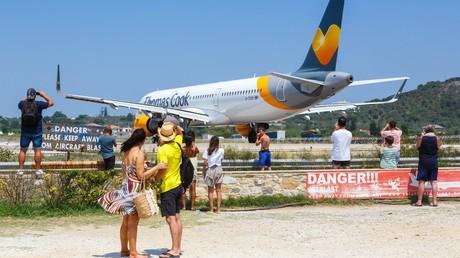 Ein Thomas-Cook-Flugzeug im August 2019 auf dem Flughafen der Insel Skiathos in Griechenland: Pauschalurlauber der insolventen deutschen Tochter von Thomas Cook werden mit bitteren Folgen der Pleite konfrontiert.