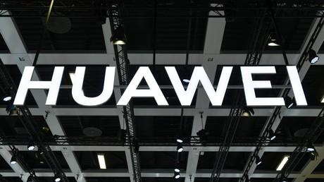 Logo des chinesischen Technologieunternehmens Huawei auf der Internationalen Funkausstellung 2019 in Berlin.