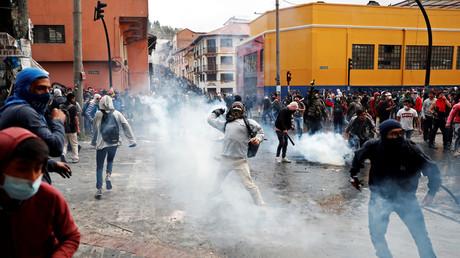 Gewalttätige Proteste gegen die IWF-Maßnahmen der Regierung in Ecuadors Hauptstadt Quito am 8. Oktober. Die Polizei setzte Tränengas und Gummigeschosse gegen die Demonstranten ein.