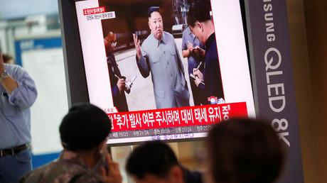 Ein südkoreanischer Soldat sieht einen Nachrichtenbeitrag über den jüngsten Raketentest Nordkoreas, Seoul, Südkorea, 2. Oktober 2019.