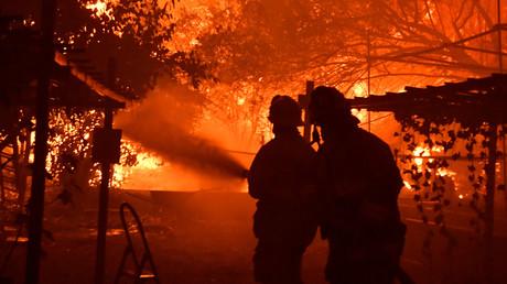 Waldbrände in Kalifornien zwingen Tausende zur Flucht