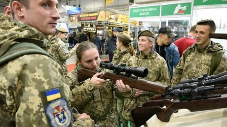 Großes Publikumsinteresse bei der Waffenmesse in Kiew am 8. Oktober 2019