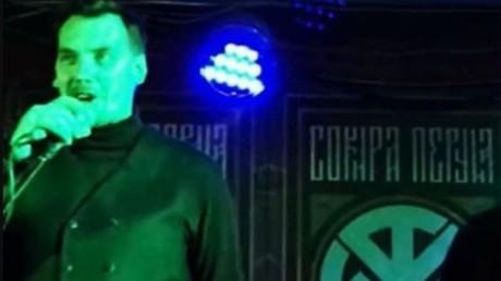 Regierungschef spricht bei Neonazi-Konzert von der Bühne: