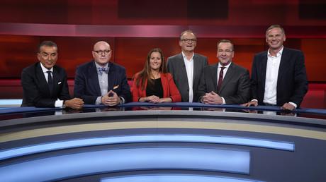 Michel Friedman, Uwe Dziuballa, Janine Wissler, Frank Plasberg, Boris Pistorius und Georg Mascolo (v. l. n. r.) in der ARD-Talkshow