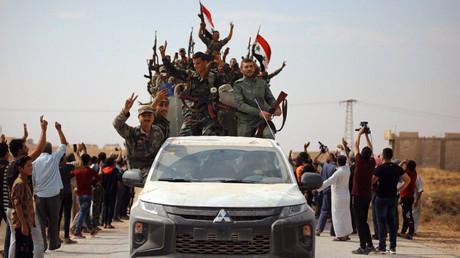 US-Truppen und syrische Regierungsarmee treffen sich auf der Straße zwischen Kobanê und Manbidsch (Symbolbild)