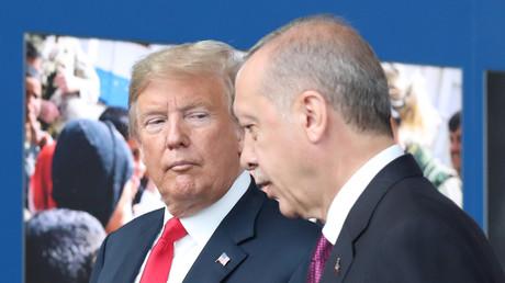 (Archivbild). US-Präsident Donald Trump (links) mit dem türkischen Präsidenten Recep Tayyip Erdoğan (rechts), am 11. Juli 2018 beim NATO-Gipfel in Brüssel.