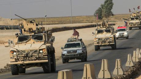 Ein US-Militärkonvoi trifft nach dem Abzug aus Nordsyrien im irakischen Dohuk ein (21. Oktober 2019). Der Abzug der US-Truppen ebnete den Weg für die türkische Offensive in Syrien,
