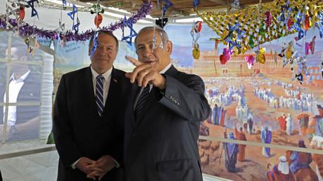 Nach dem Krisentreffen in der Türkei reiste der US-Außenminister Mike Pompeo weiter nach Israel, wo er sich mit Ministerpräsident Benjamin Netanjahu und Mossad-Chef Jossi Cohen traf (Bild vom 18. Oktober).