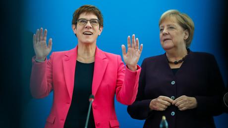 Kramp-Karrenbauer mit Bundeskanzlerin Angela Merkel im Oktober 2019