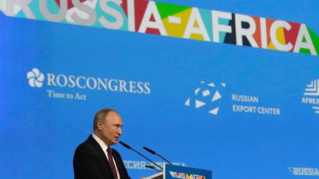 Der russische Präsident Wladimir Putin hält eine Rede auf der Plenarsitzung des Russland-Afrika-Gipfels 2019 in Sotschi, 23. Oktober 2019.