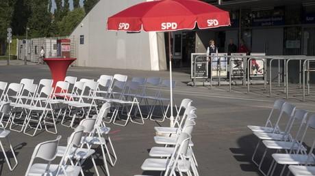 Leere Stühle, wenig Interesse: Für die Wahl der neuen Parteispitze konnten die SPD-Kandidaten die Basis nicht so recht mobilisieren. (Symbolbild)
