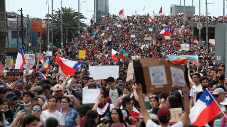 Massenaufmarsch russischer Trolle in der Hafenstadt Valparaiso, Chile, am 27. Oktober.