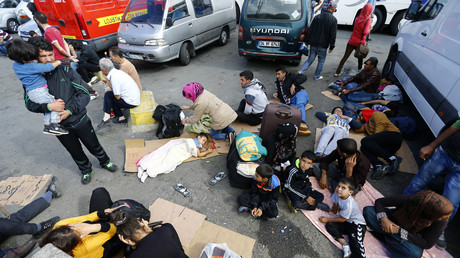 Symbolbild: Flüchtlinge an einer Bushaltestelle in Istanbul, Türkei, 18. September 2015.