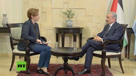 Palästinas Premierminister Mohammed Schtajjeh im Gespräch mit RT-Korrespondentin Paula Slier.