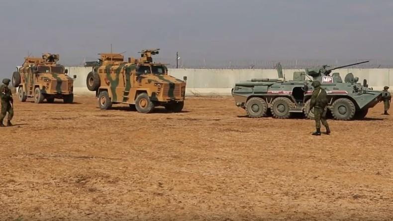 Syrien: Russland und die Türkei beginnen gemeinsame Patrouillen im Grenzgebiet