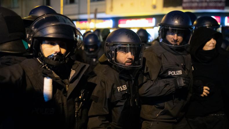 """""""Ich bin um mein Leben gerannt"""" – Verletzte Polizisten nach Autonomen-Demo in Berlin-Friedrichshain"""