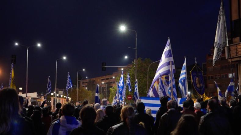 Griechenland: Proteste gegen Migranten-Umsiedlung aufs Festland – Anwohner blockieren Busse