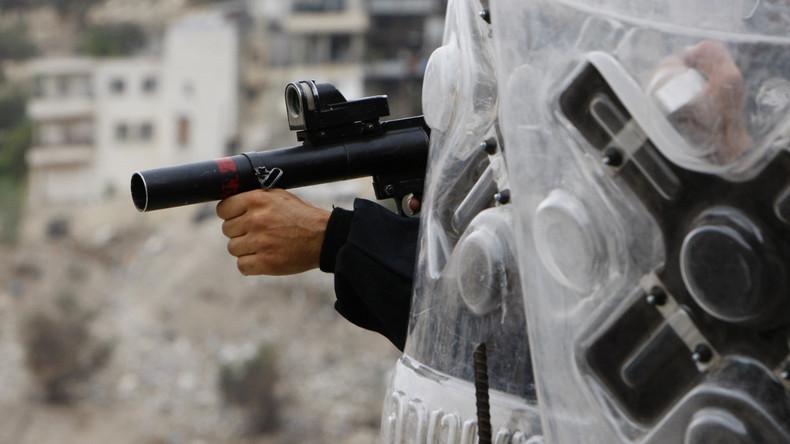 Zur Belustigung: Israelische Grenzbeamtin schießt Palästinenser in den Rücken (Video)