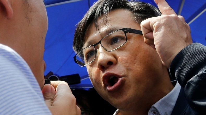 Hongkong: Messerattacke auf Abgeordneten und Protest-Kritiker auf Video festgehalten
