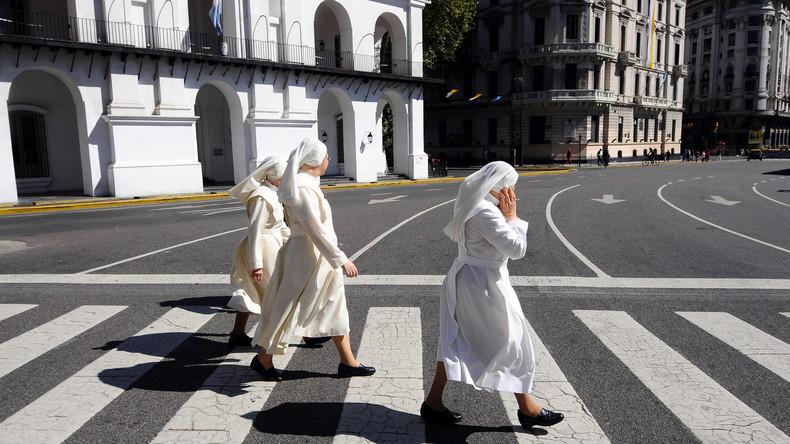 War's der Heilige Geist? Zwei Nonnen kehren schwanger von Missionsreise zurück