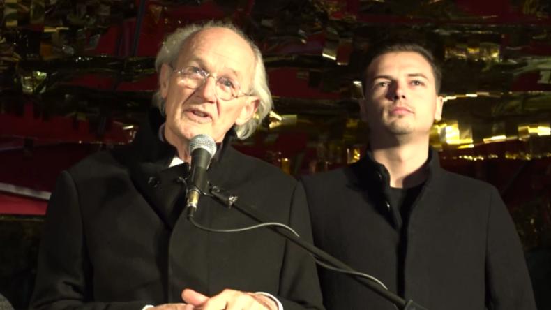 Assanges Vater bei Protest für Julian: Es tut sich was – Wir werden gewinnen