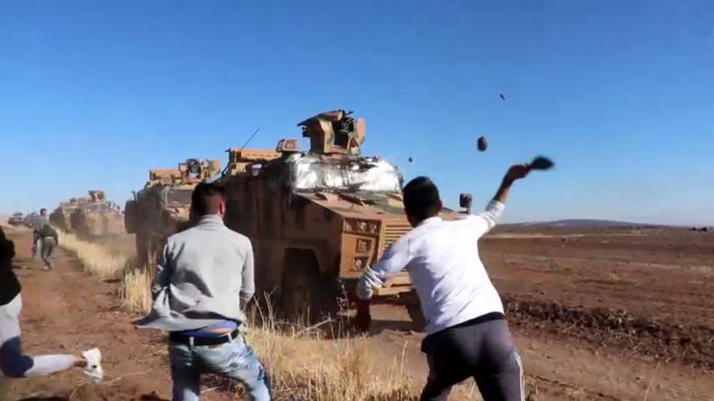 Syrien: Türkische Fahrzeuge bei gemeinsamer Patrouille mit Russland mit Steinen beworfen