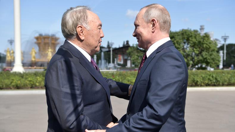 Ehemaliger kasachischer Präsident will Putin und Selenskij zu Gesprächen einladen