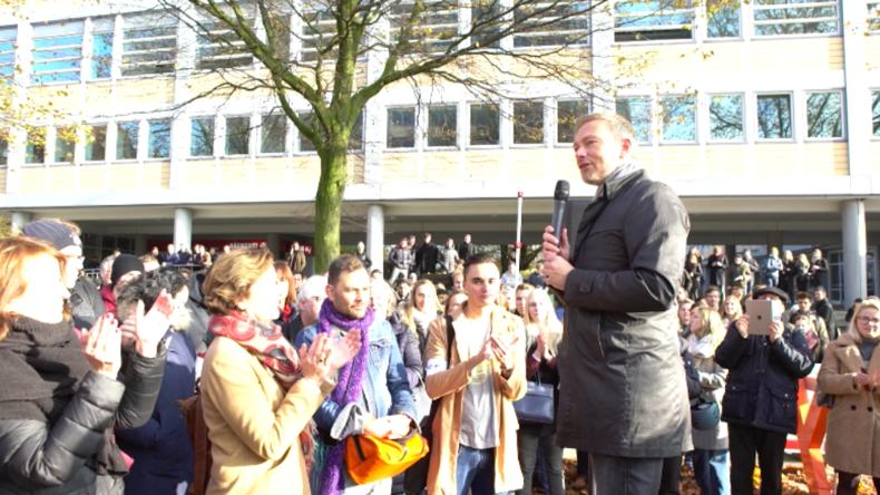 Hamburg: Lindner veranstaltet nach Auftrittsverbot in Uni vor Hochschulgebäude Diskussionsrunde