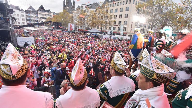 Angriff bei Kölner Karneval: Kabelbinder um den Hals gelegt und zugezogen