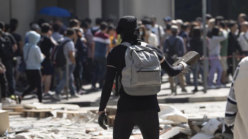 Hongkong: Antichinesische Chaoten zünden Mann an (Video)
