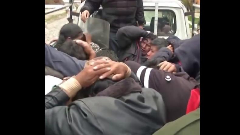 Schockaufnahmen aus Bolivien: Rechtsextreme Milizen machen nach Putsch Jagd auf Morales-Anhänger