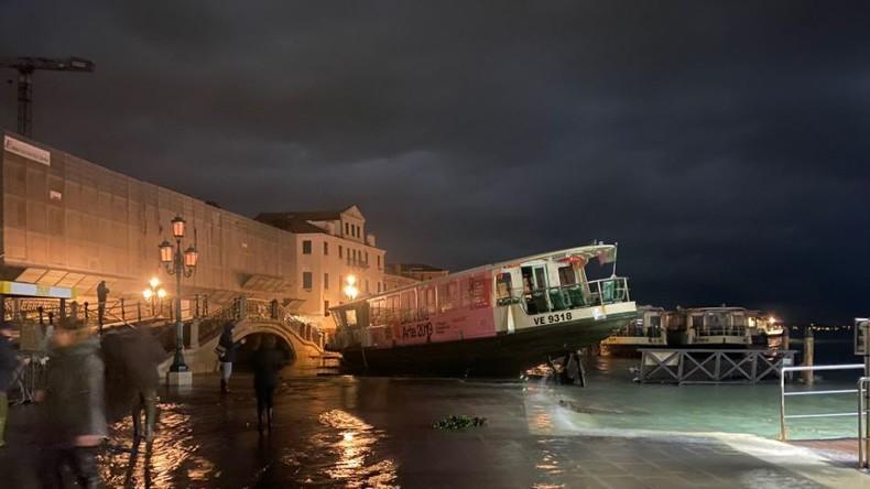 Venedig unter Wasser: Bürgermeister ruft Notstand aus (Video)