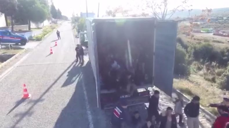 Türkei:  Dutzende Migranten in LKW auf dem Weg nach Griechenland entdeckt