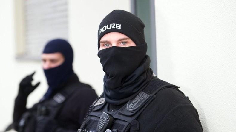 """Deutschland: Merkel verspricht Sicherheitsbewertungen für abgeschobene """"IS-Kämpfer"""""""