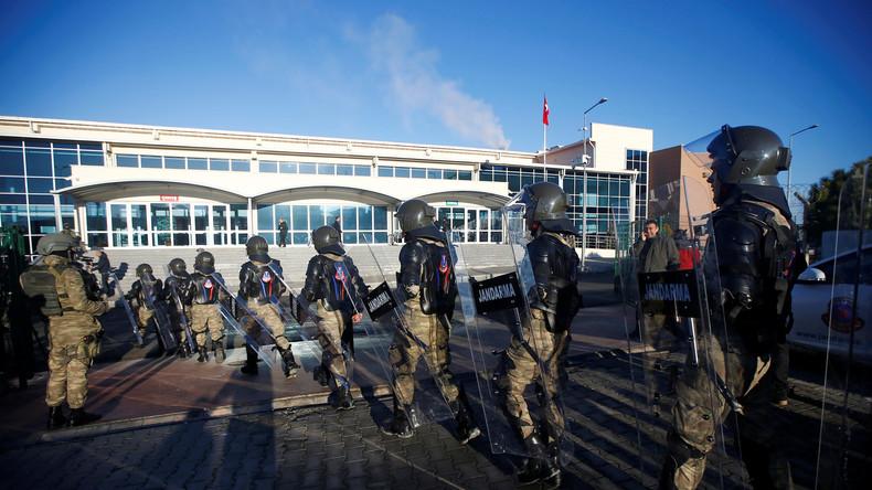 Wegen Verdachts auf Gülen-Verbindungen: Türkische Regierung ordnet Verhaftung von 133 Militärs an