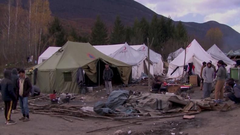 EU-Delegation besucht Skandal-Camp in Bihać: Grenzstadt zur EU von Migrantenstrom völlig überfordert