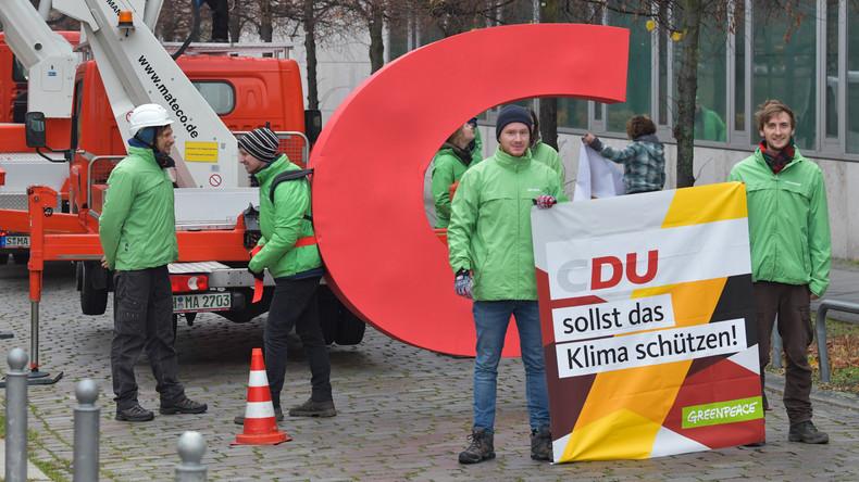 """""""Das C hat sie nicht mehr verdient"""" – Greenpeace-Aktivisten entwenden Buchstaben aus CDU-Logo"""
