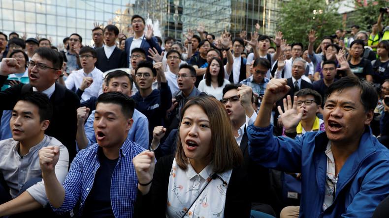 Hongkong: Erdrutschsieg für prowestliche Kandidaten bei Bezirkswahlen (Video)
