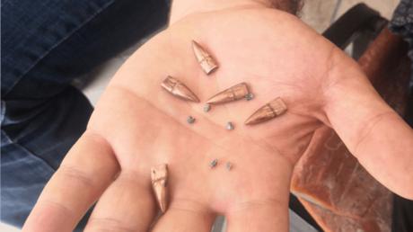 5,56-Millimeter-Kugeln, die aus einem Wassertank auf dem Dach gesammelt wurden