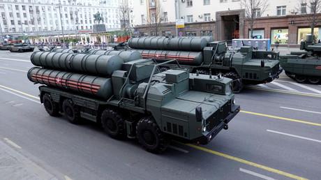 Das russische Raketenabwehrsystem S-400, hier bei einer Militärparade in Moskau anlässlich des Jahrestages des Sieges über Nazi-Deutschland im Zweiten Weltkrieg, wurde wegen einer serbisch-russischen Militärübung nach Belgrad transportiert.
