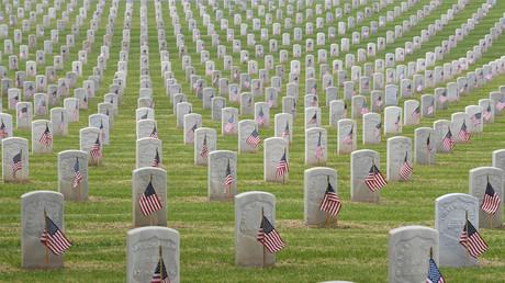 Gräber von Kriegsveteranen auf dem Los Angeles National Cemetery, Kalifornien, USA, 25. Mai 2019