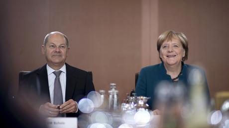 Kanzlerin Angela Merkel (CDU) und Vizekanzler Olaf Scholz (SPD) präsentieren in der Halbzeitbilanz vor allem positive Ergebnisse der Großen Koalition.