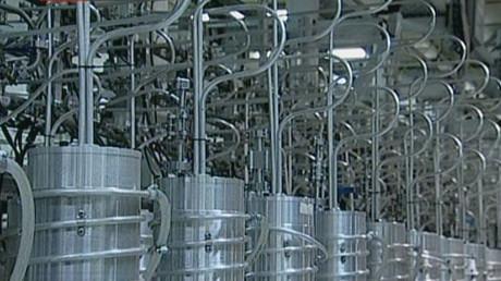 Iran: UN-Atominspektorin will mit verdächtigem Material in Atomanlage – Akkreditierung entzogen (Archivbild Iran, 15.02.2012: Zentrifugen zur Anreicherung von Uran in der kerntechnischen Anlage von Natanz. Stillbild aus Sendung des iranischen Staatssenders Press TV).