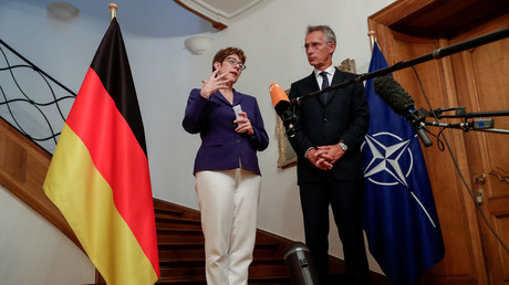 Bundesverteidigungsministerin Annegret Kramp-Karrenbauer und NATO-Generalsekretär Jens Stoltenberg beim gemeinsamen Auftritt in Brüssel, Juli 2019