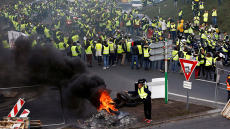 Vor einem Jahr erblickte die Gelbwesten-Bewegung mit der Errichtung von Straßensperren das Licht der Welt (Nantes, 17. November 2018).
