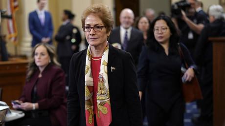 Die ehemalige US-Botschafterin Marie Yovanovitch kehrt nach einer kurzen Pause zu weiteren Befragungen im öffentlichen Anhörungsprozess des Senats gegen US-Präsident Donald Trump zurück. (Bild vom 15. November)