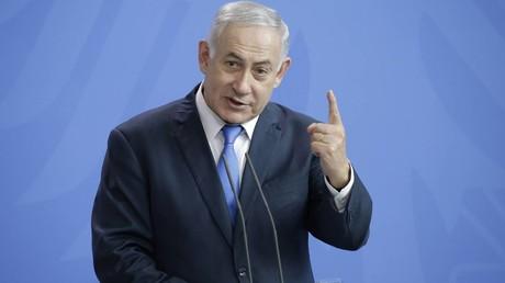 Israels Ministerpräsident Benjamin Netanjahu, hier nach einem Treffen mit Bundeskanzlerin Angela Merkel 2018 in Berlin, soll nun wegen Korruption vor Gericht gestellt werden.