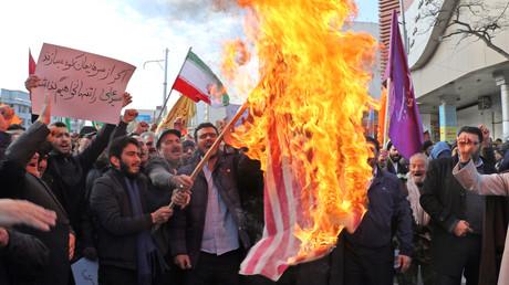Iraner in der nordwestlichen Stadt Ardabil protestieren gegen die Einmischung der USA in die inneren Angelegenheiten ihres Landes (Bild vom 20. November).